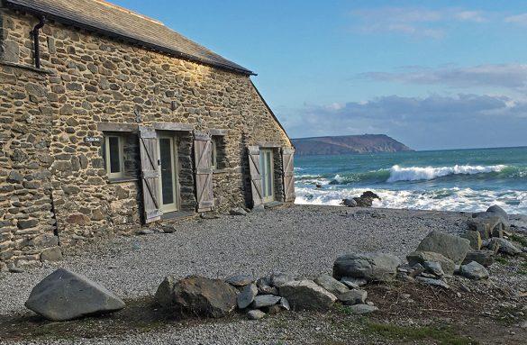 Caerhays Holidays - Fish Sheds - Beautiful Heirloom Home