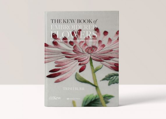 The Kew Book of Embroidered Flowers - Trish Burr